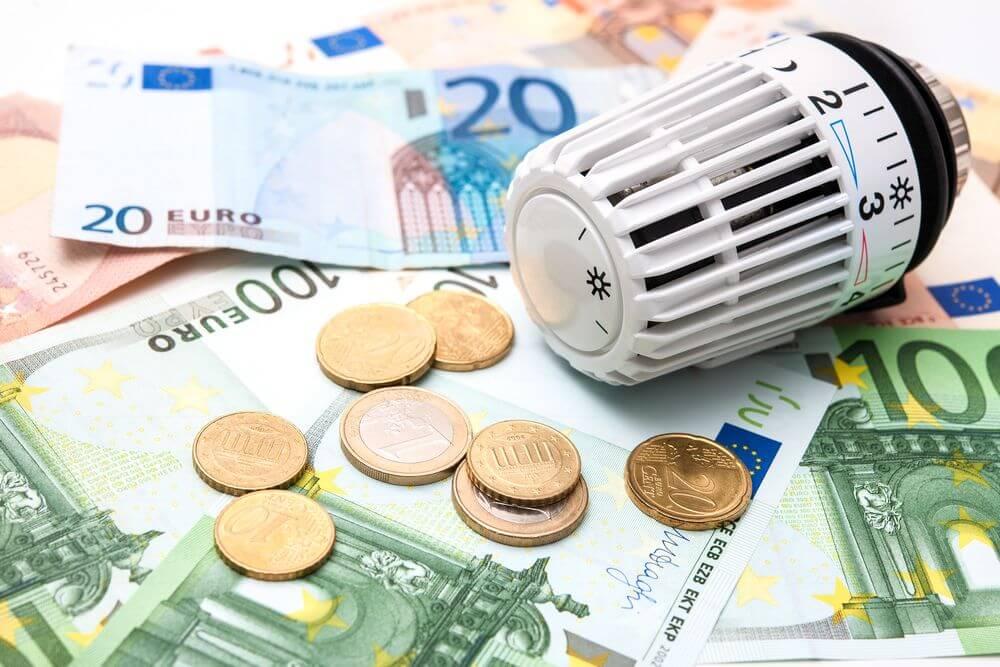 Geld und Thermostatknopf